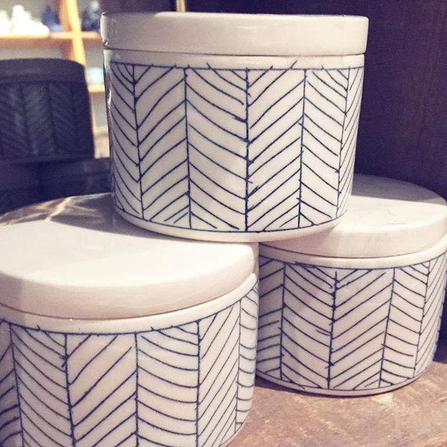 Sweet little lidded ceramic dishes for salt, jewelry or whatever you want to hide away.