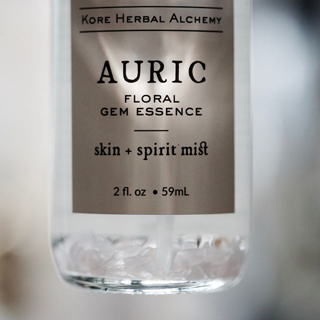Give your skin and your spirit both a lift with Auric Floral Gem Essence spray from @kore.herbal .