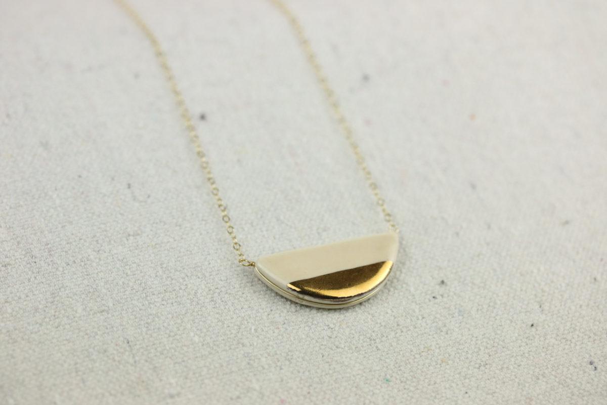 half-pebble-necklace-porcelain